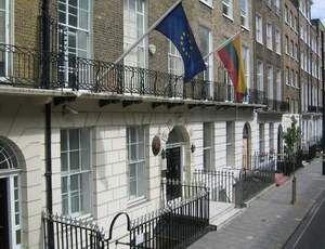 Ką gali ir ko negali ambasados konsuliniai pareigūnai
