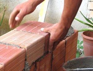 Laisvai samdomiems statybų darbininkams nebereikia CIS kortelės