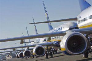 """Pigių skrydžių bendrovė """"Ryanair"""". Už ir prieš"""