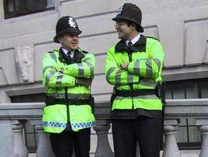 Ką gali ir ko negali daryti Anglijos policininkai? (3 dalis)