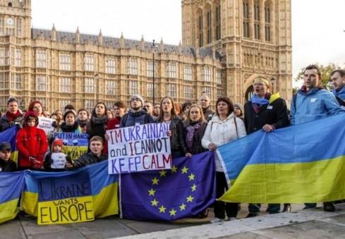 Ukrainiečiai prašo Anglijos lietuvių paremti jų šalies kovą už demokratiją