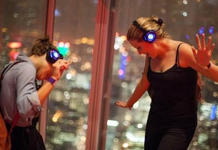 """Londono dangoraižis """"The Shard"""" kviečia į .. tyliąją diskoteką"""