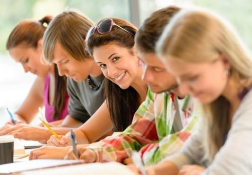 Kaip anglų kalbos mokosi į Britaniją atvykę vaikai ir paaugliai?
