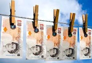 """""""Darbdaviais"""" patikėjusi Anglijos lietuvė prarado banko sąskaitą"""