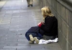 Londono lietuvės drama: sumušta vaikų akivaizdoje, be namų ir be darbo