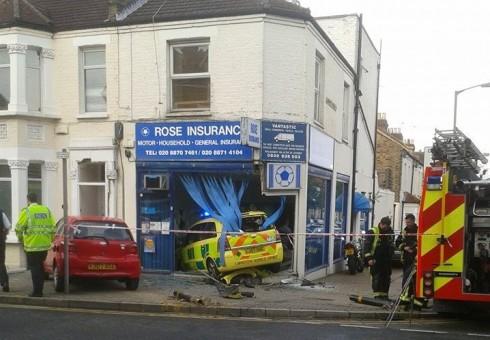 Įspūdinga avarija Londone [skaitytojo foto]