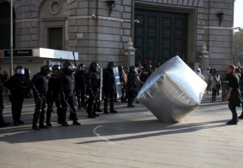 """Londone – protestams skirta paroda """"Nepaklusnūs objektai"""""""