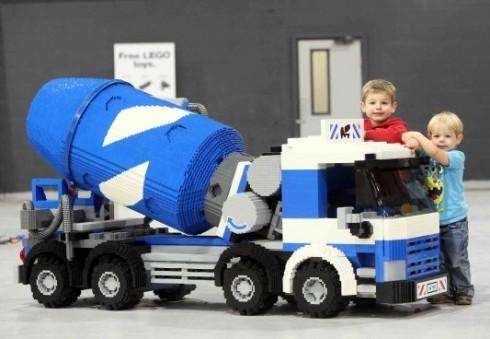 """Lego"" mėgėjams Londone – paroda ""Brick 2014: Built for Lego Fans"""