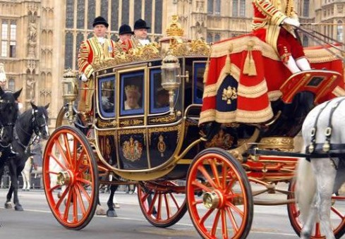 Tuščiose Londono gatvėse – karalienė Elžbieta II-oji