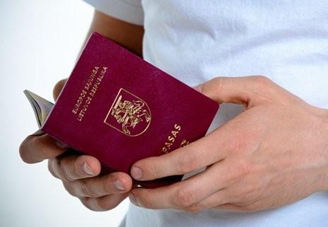 Kodėl užsieniečiai Lietuvoje gali turėti dvigubą pilietybę, o lietuviams neleidžiama? [nuomonė]