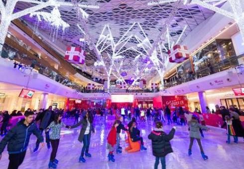 Londone jūsų lauks pramogos ant ledo gyvos muzikos apsuptyje