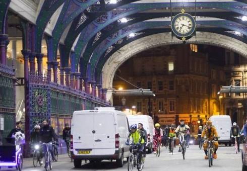 Parskrendant paukščiams į Londoną parskrido ir dviratininkai, kurie kviečia prisijungti