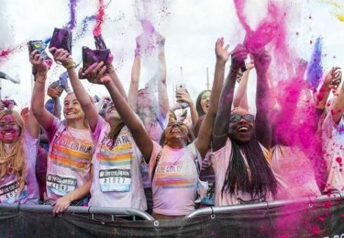 Junkitės prie spalvingojo vasaros bėgimo Wembley parke