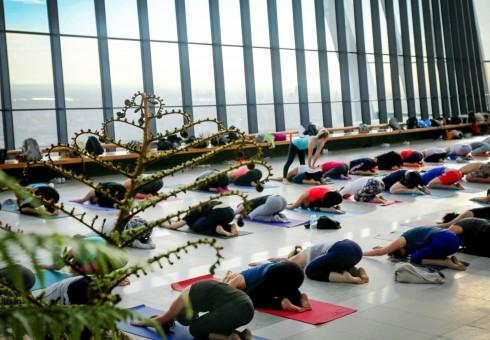 Rytinė joga Londono padangėse