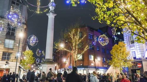 Vis daugiau Londono kampelių ruošiasi Kalėdoms