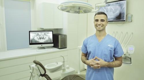 Odontologų paslaugos JK pasidarė nebeįkandamos? Geriausi specialistai jūsų laukia Lietuvoje!