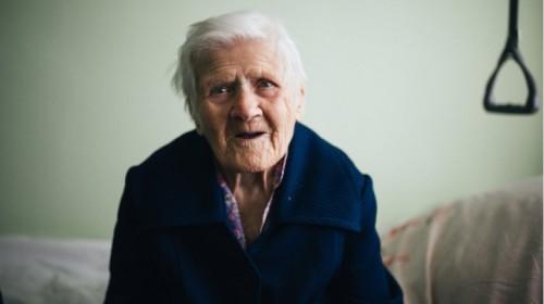 Lietuvos Raudonasis Kryžius prašo prisidėti prie paramos vienišiems seneliams