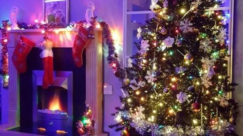 Balsuok už gražiausią UK lietuvių Kalėdų eglutę!