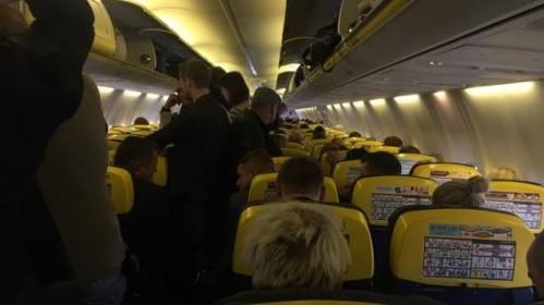 Emigrantė skundžiasi: lėktuvo įgula pakeitė maršrutą, vėliau delsė paaiškinti kelionės detales