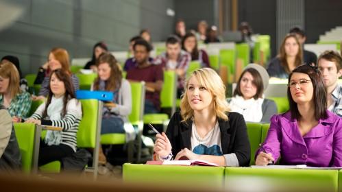 Finansinė parama ES studentams JK išlieka nepakitusi