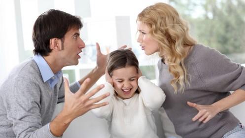 """Kaip sutuoktiniams išlaikyti """"ugnelę"""", kai šeimoje atsiranda vaikai?"""