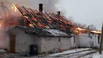 Reikalinga JK lietuvių pagalba atstatant sudegusį namą: be namų liko 3 šeimos
