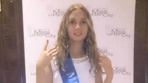 """Kniaukiančia kate praminta Londono lietuvė teigia pasirašiusi kontraktą su """"Sony Music"""""""