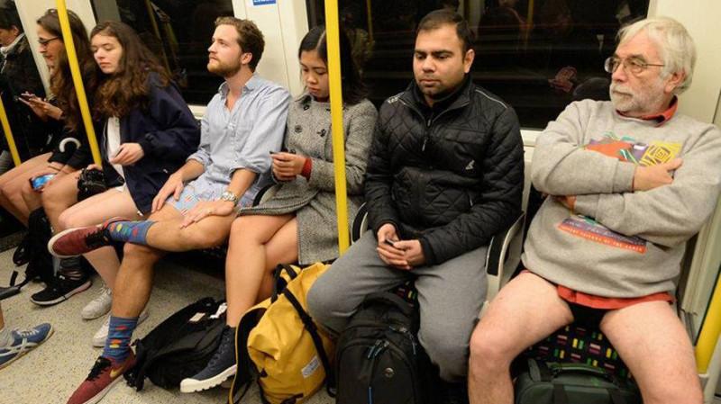 Pasivažinėjimas metro be kelnių