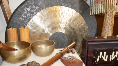 """""""Šamaniškos Gongų maudynės"""" Vakarų Sussex'e"""