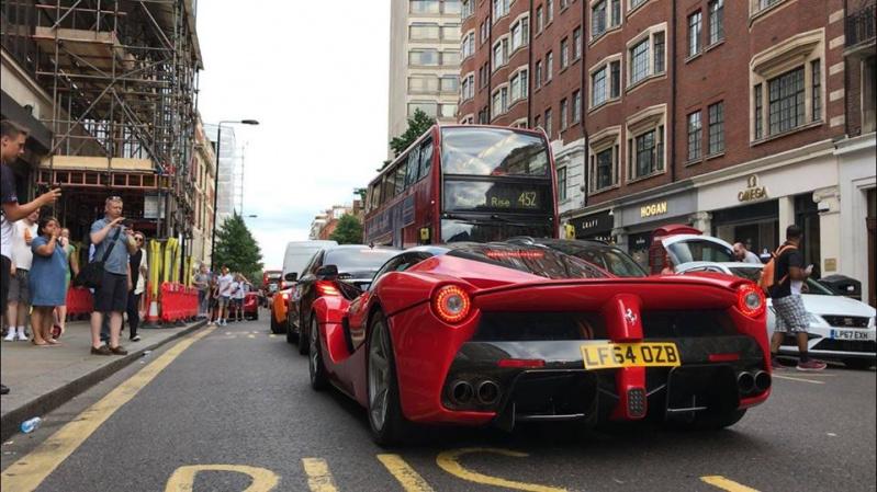 Sportinių automobilių šou Londone [VIDEO]
