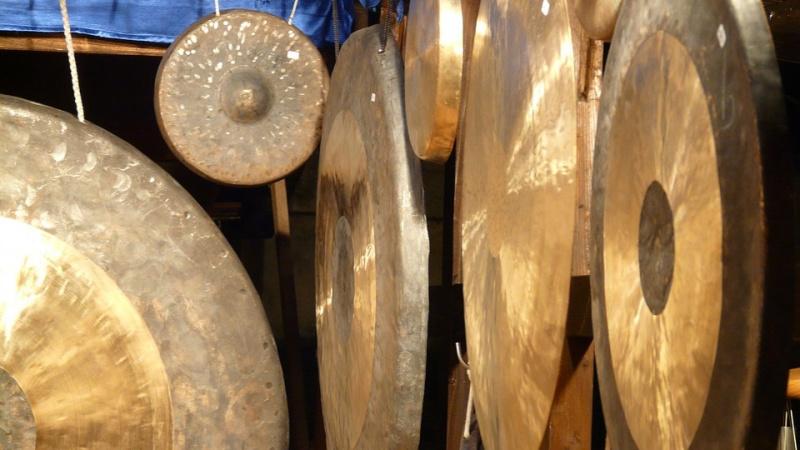 Šviesos Gongų maudynės su Birute Jakučionyte Sussex