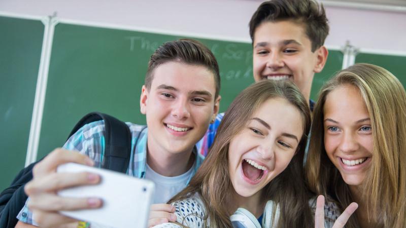 JK parlamentas svarstys peticiją, ar leisti paaugliams į pamokas eiti nuo 10 val.