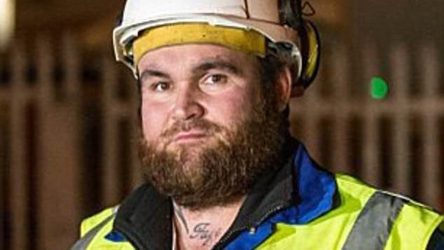 Loterijoje laimėtus £10 mln. britas iššvaistė svaigalams ir dabar dirba medkirčiu