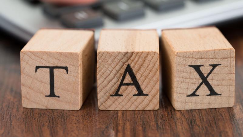 """Beveik visos vietos tarybos Anglijoje planuoja didinti """"konsulinį"""" mokestį"""