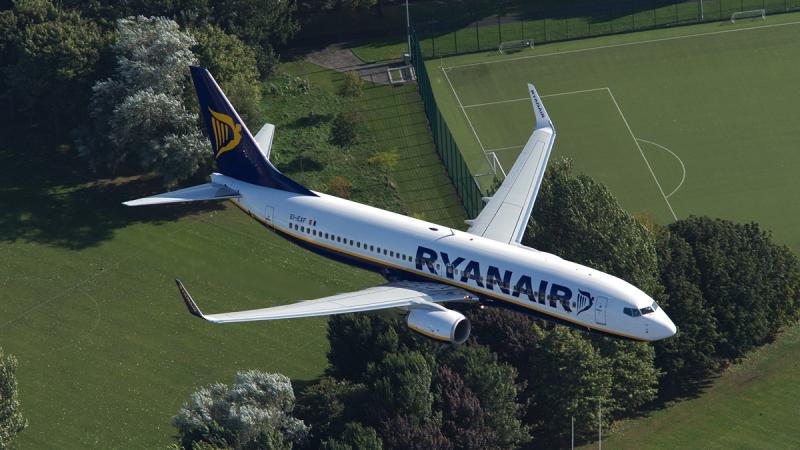 """Nuo šiol """"Ryanair"""" jums sumokės, jei rasite pigesnius bilietus negu jų"""