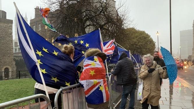 Artėja lemtingas sprendimas tūkstančiui JK lietuvių: tai gali visiškai pakeisti Lietuvos veidą