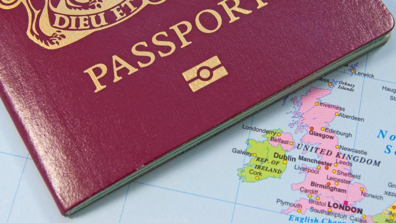 ES piliečių grynosios migracijos mastas JK – mažiausias per 10 metų, daugiau lenkų išvažiuoja, nei atvažiuoja