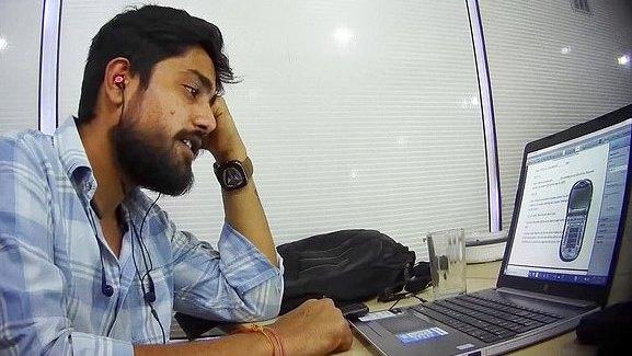 Tyrimas: sukčiai iš Indijos apsimeta mokesčių inspektoriais ir terorizuoja JK gyventojus [VIDEO]