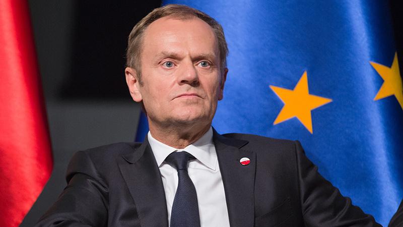 D. Tuskas ragina nenuvilti peticiją prieš Brexit pasirašiūsių žmonių