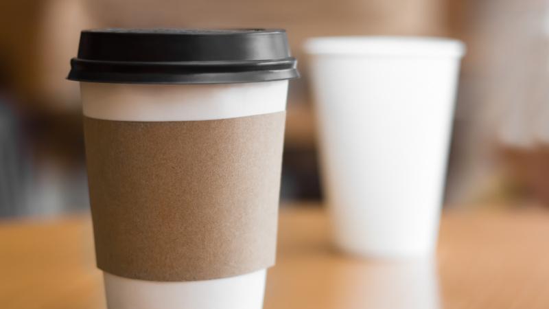 JK kavinių tinklas atsisakė vienkartinių puodelių, pardavimai krito £250000