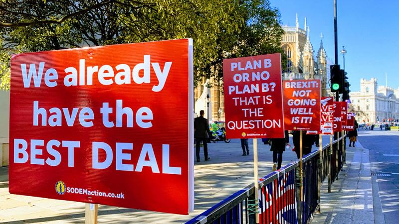 """""""Brexit"""" aklavietėje – žlungančių derybų ženklai"""