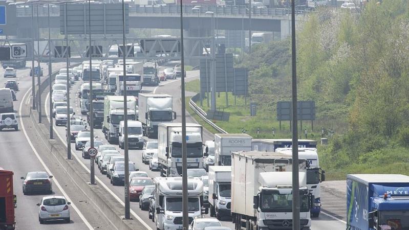 Perspėjimas JK vairuotojams: kelionė šiandien gali trukti tris kartus ilgiau