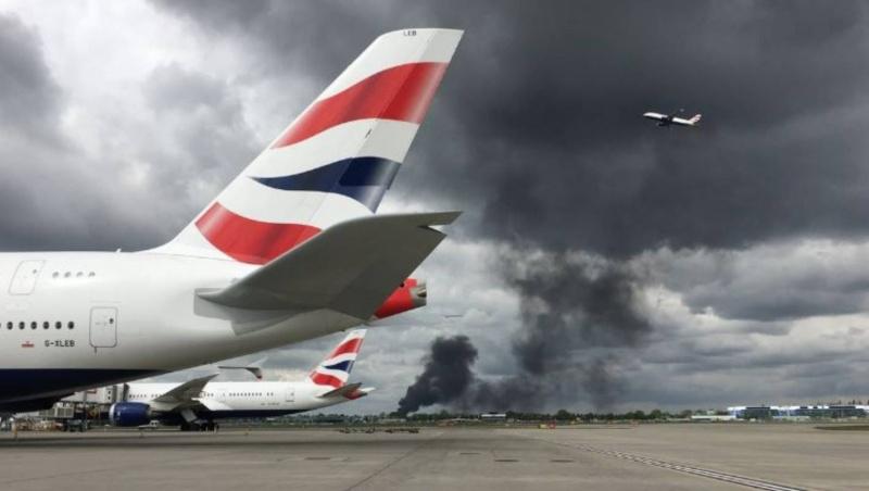 Šalia Londono Heathrow oro uosto kilo didžiulis gaisras