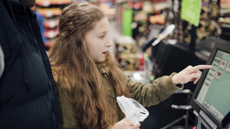 JK gyventojus papiktino siūlymai apmokestinti atsiskaitymą savitarnos kasose