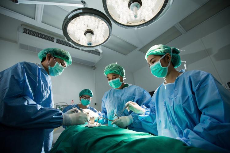 Ligoninės Lietuvoje specialiais skelbimais vilios britus pigesnėmis operacijomis