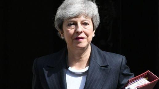 Th. May penktadienį oficialiai pasitrauks iš Konservatorių partijos vadovės posto