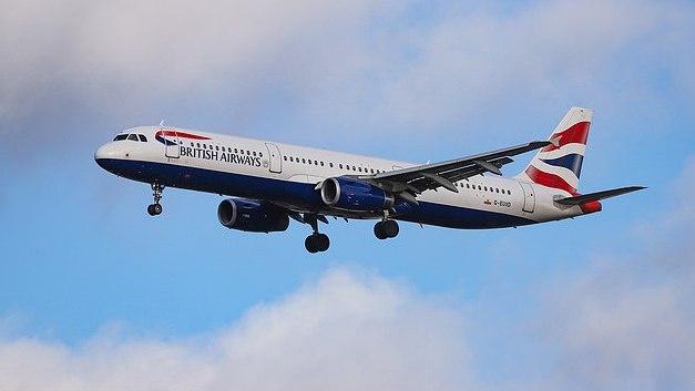 """""""British Airways"""" darbuotojai grasina streiku, tai paveiktų visus skrydžius Gatwicke"""