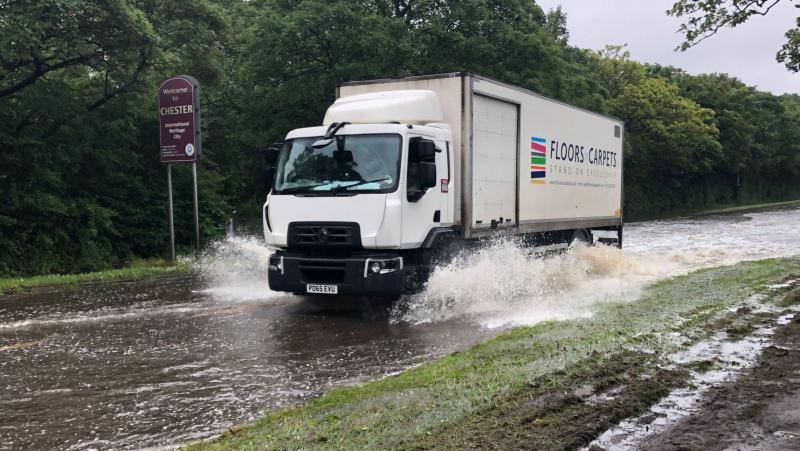 JK laukiama dar daugiau lietaus, perspėjama dėl pavojaus gyvybei
