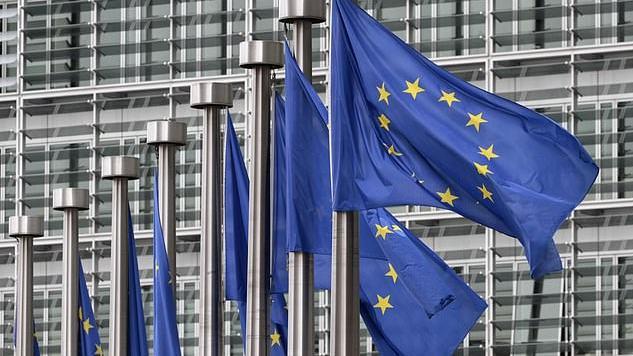 """Naujausi duomenys: beveik 700 tūkst. ES piliečių leista likti JK po """"Brexit"""""""