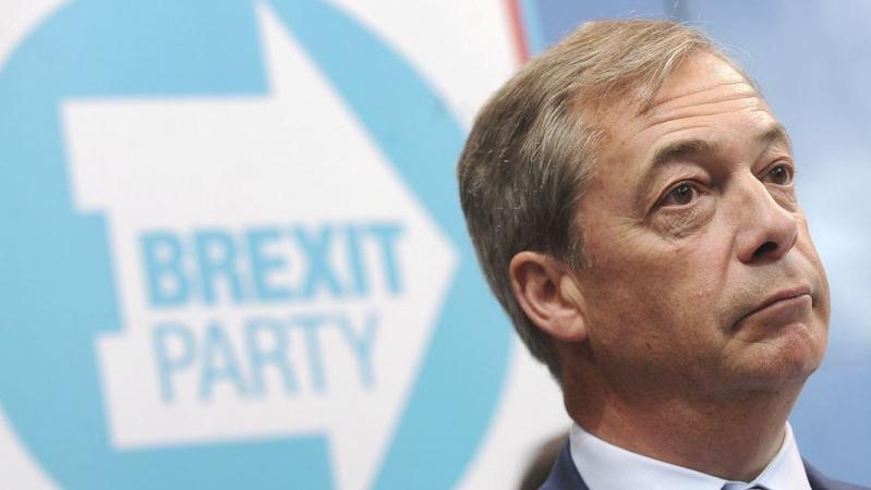 """Naujausia apklausa: """"Brexit"""" partijos populiarumas JK mažėja"""